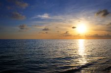 Free Sunset On Tropical Beach Royalty Free Stock Photography - 9763857
