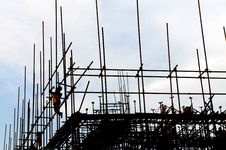 Free The Workers On Scaffolds Stock Photos - 9764093