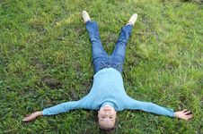 The Girl Lays On A  Green Grass Royalty Free Stock Images