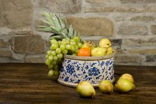 Free Basket Full Of Fruits Royalty Free Stock Photos - 9766648