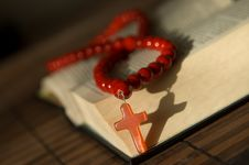 Free Bible With Red  Cross Royalty Free Stock Photo - 9770675