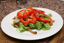 Warm Salad With Sweet Peppers, Lettuce, Fungies Royalty Free Stock Image