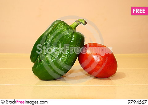 Free Two Friends-capsicum And Tomato Royalty Free Stock Photography - 9794567