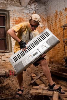Free Musician Plays A Synthesizer Royalty Free Stock Image - 9795516