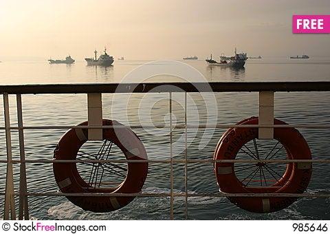 Free Ship To Ships Royalty Free Stock Image - 985646