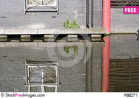 Free Building Reflection Stock Image - 988271