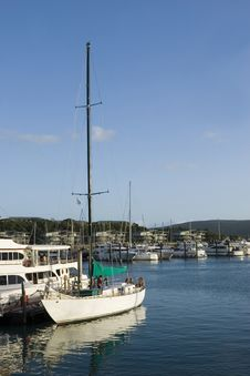 A Sailboat In Hamilton Island Marina Stock Images