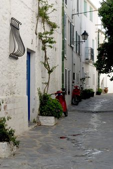 Free Street In Cadaques, Catalonia Royalty Free Stock Images - 982359