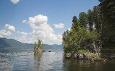 Free Island In Teletskoe Lake Royalty Free Stock Image - 984206