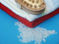 Free Towel And Sea Salt Royalty Free Stock Photo - 985715