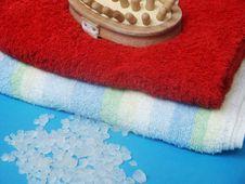 Free Towel And Sea Salt Royalty Free Stock Image - 985726