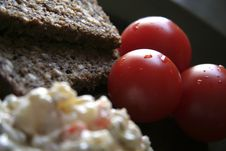 Free Tomatoes And Brown Bread Stock Photography - 986902