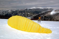 Free Yellow Paraglider Stock Images - 988074