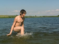 Free Boy In Water Royalty Free Stock Images - 988399