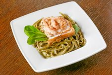 Free Spaghetti With Salmon Royalty Free Stock Image - 9802386