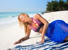 Free Beautiful Blondy Relaxing On Tropical Beach Royalty Free Stock Images - 9805859