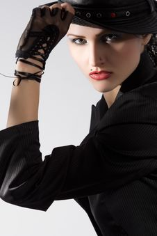 Free Young Fashionable Model With Black Hat Royalty Free Stock Images - 9809299