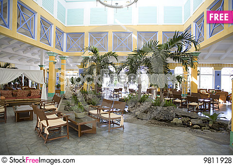 Free Yellow Hotel In Cuba Royalty Free Stock Photos - 9811928