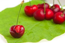 Free Sweet Cherry Royalty Free Stock Photography - 9810377
