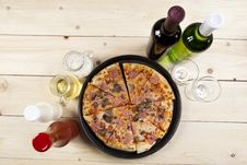 Free Pizza With Mushrooms Royalty Free Stock Photo - 9814905