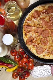 Free Pizza With Salami Stock Images - 9815764
