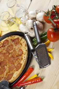 Free Pizza With Salami Royalty Free Stock Image - 9819346