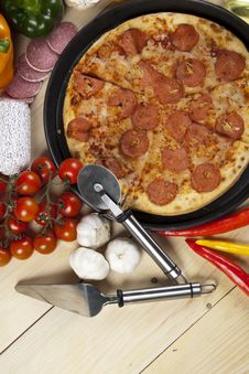 Free Pizza With Salami Stock Images - 9819444