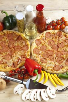 Free Pizza With Salami Royalty Free Stock Image - 9819656