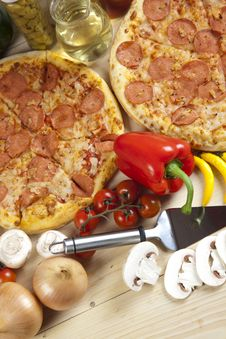 Free Pizza With Salami Royalty Free Stock Photos - 9819748