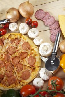 Free Pizza With Salami Royalty Free Stock Photos - 9820348