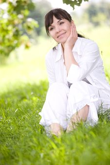 Free Woman On Grass Royalty Free Stock Photography - 9821917