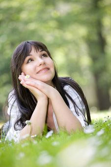 Free Woman On Grass Royalty Free Stock Photography - 9822007