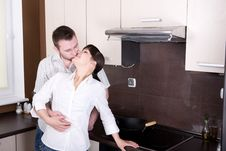 Free Couple In Kitchen Royalty Free Stock Photos - 9822318