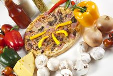 Free Pizza With Mushrooms Royalty Free Stock Photos - 9825028