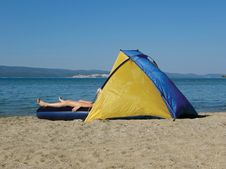 Free Camping On Sand Beach Royalty Free Stock Photography - 9831497