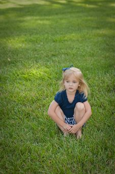 Free Little Girl Sitting In Grass Royalty Free Stock Photography - 9833397