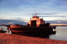 Free Ferry Boat At The Twilight Royalty Free Stock Photography - 9839817