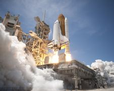 Free Space Shuttle Start And Take Off Royalty Free Stock Image - 98351586