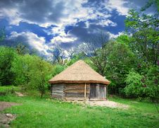 Free Cabin Of Poor Peasant Royalty Free Stock Photography - 9847547