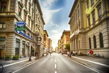 Free Italian City Streed With Shoppers Royalty Free Stock Images - 98460699