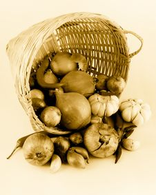 Onions, Garlic And Chilies Royalty Free Stock Images