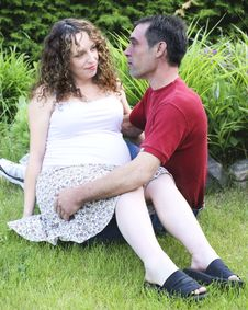 Free Young Pregnant Couple Royalty Free Stock Photos - 9857188