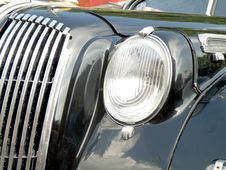 Free Retro Car Royalty Free Stock Image - 9861666