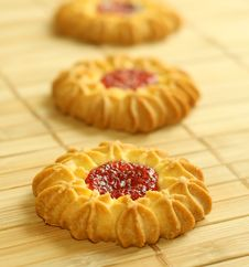 Free Tasty Cookies With Strawberry Jelly Stock Images - 9862054