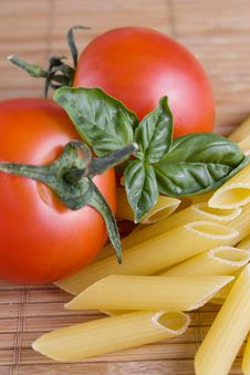 Free Pasta With Tomato And Basil Stock Photography - 9867612
