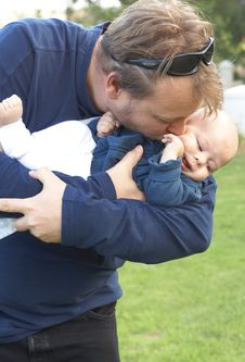 Free Young Father And Son Royalty Free Stock Photography - 9873567