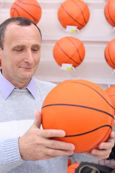 Free Elderly Man With Basketball Ball Royalty Free Stock Photography - 9874117