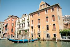 Free Canals Of Venice Royalty Free Stock Images - 9874969