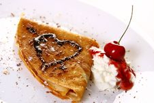 Free Dessert Plate Witn Pancakes And Strawberry Stock Images - 9879724
