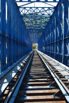 Free Blue Train Bridge Royalty Free Stock Photography - 9882067